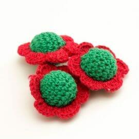 červenozelene-hackovane-kvety-retiazka-na-cumlik